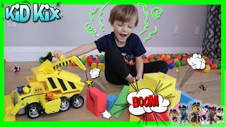 Paw Patrol ULTIMATE CONSTRUCTION VEHICLE Toy Review with  KiD KiX | Paw Patrol Ultimate Rescue Toys