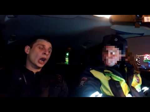 ДПС оформляют Полицейского наркомана