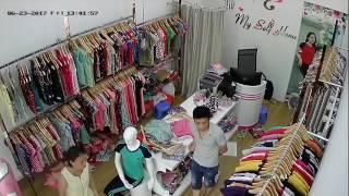 Trộm đồ shop quần áo