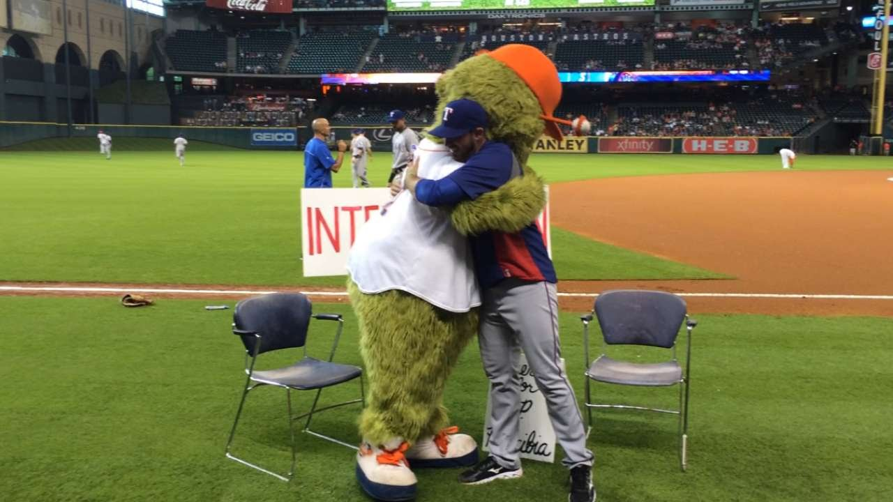 Astros mascot Orbit waits for intervention with Arencibia