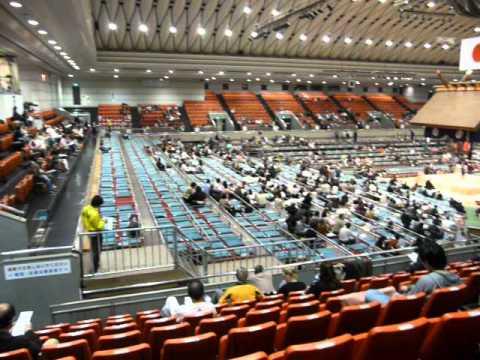 大相撲 三月場所 大阪府立体育会館 自由席からの眺め - YouTube ナビゲーションをスキッ
