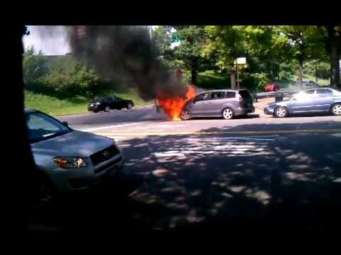 Car Burning, Mazda 5.mp4