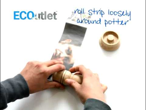 paper potter makes paper seedling pots