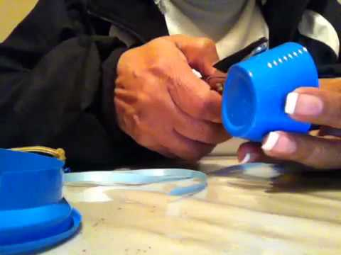 Como Hacer un Zapatito de Bebé con un Vaso