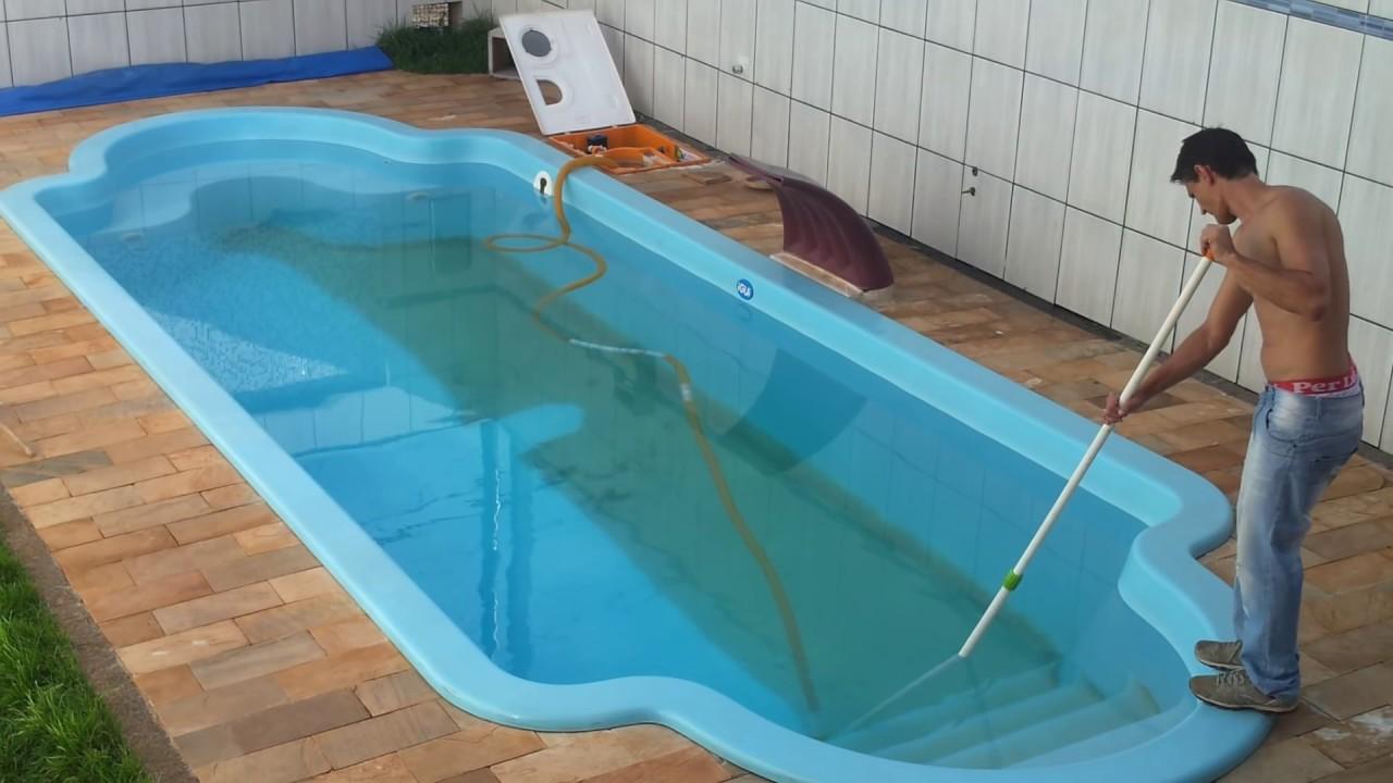 Limpando piscina igui youtube for Como recuperar agua piscina verde