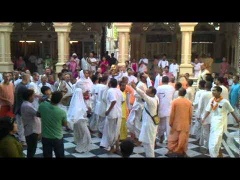 Krishna Chants - Iskcon, Vrindavan video