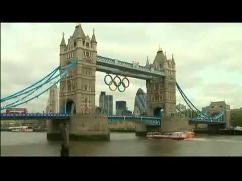 Colocan los aros olímpicos en el Tower Bridge