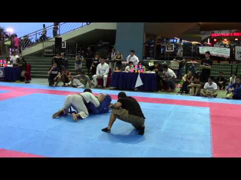 2013 PAN ASIAN BJJ: Andrew Laxa vs Andrew Wong Kee (Triangle Slam DQ)