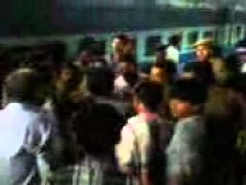 Police Ne Chor Ko Bagaya In Ajmer Railway Stn.... video