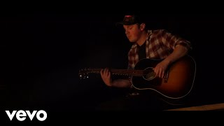 Travis Denning - Sittin' By A Fire