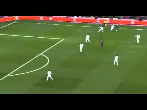 Caño de Messi a Toni Kroos I Lionel Messi nutmegs Toni Kroos - Barcelona vs Real Madrid La Liga 2015