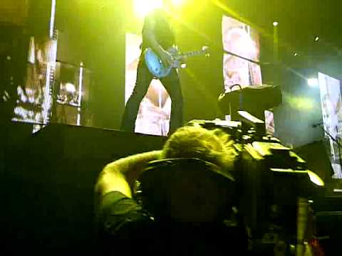 Def Leppard - Vivian Campbell shredding