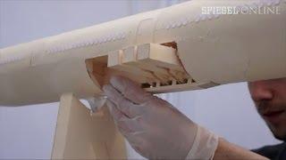 Mammut-Bastelprojekt: Boeing 777 aus Papier