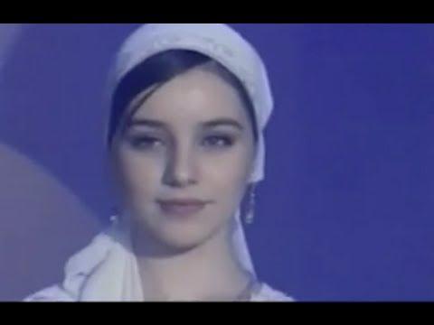 Поет красавица чеченка..