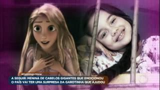 Conheça a garota que doou cabelo gigante para menina que nasceu sem cabelos