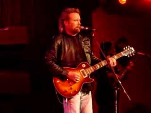 Lee Roy Parnell sings