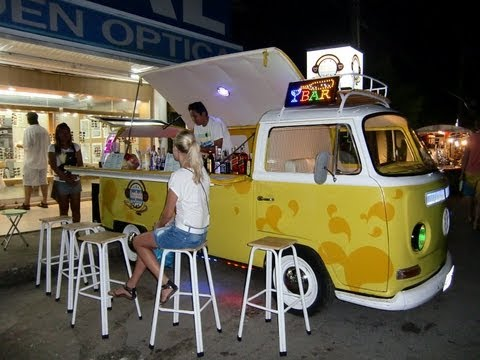 VW T2 Volkswagen Bulli Transporter Bus Bar mobile beachbar cocktailbar oldtimer car Thailand