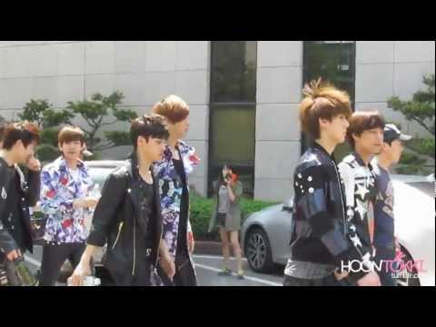 [fancam] 120504 EXO-K leaving KBS Music Videos