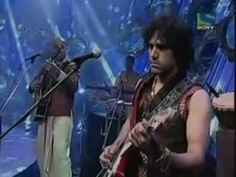 Kailash Kher Performing Saiyan Live With His Band Kailasa