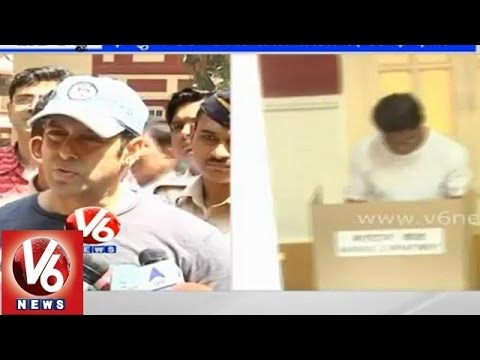 Sharukh Khan & Salman Khan cast their vote in Maharashtra assembly elections