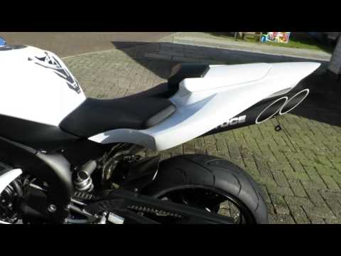 Yamaha R1 RN12 2004 2005 2006 white with toce exhaust