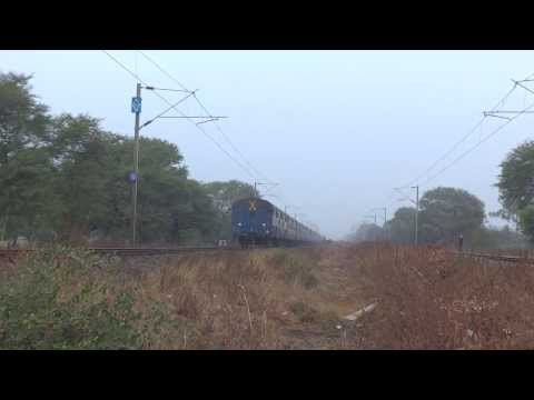 Front Panto - A Major Offlink Howrah Wap-4 With A.p. Sampark Kranti!! video