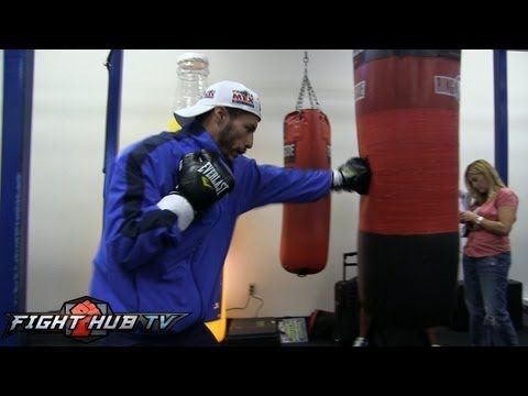 Abner Mares vs. Jhonny Gonzalez: Gonzalez bag work & shadow boxing Image 1