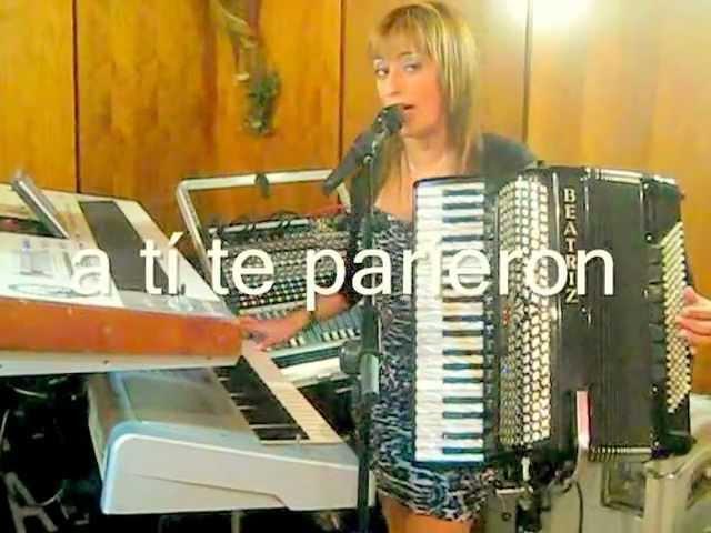 Beatriz y su acordeon en sidrería Rindión