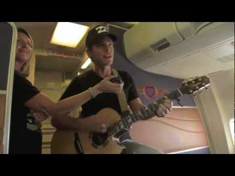 Granger Smith Performs Live at 35,000 Feet!