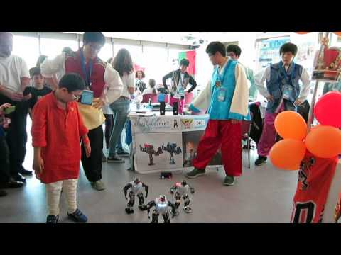 Gangnam Style by robots from Korea in FLL OEC 2013