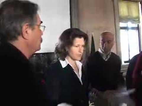 Consegna documenti a Renata Codello