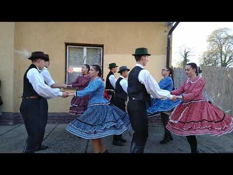 Baglas együttes tánccal köszönti az emlékvonatot Marcaliban