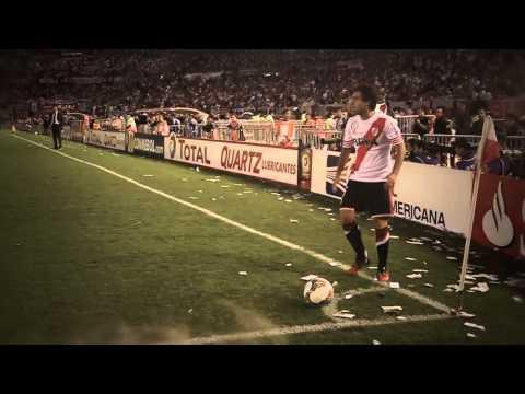 Mirá el clip institucional que refleja la gran victoria de River en el Monumental, que lo coronó campeón de la Copa Sudamericana. Realización y coordinación:...