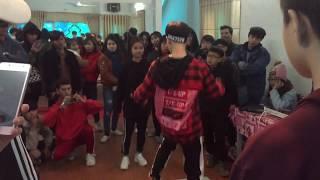 Trận đấu Shuffle Dance giữa dancer Bùi Thanh Tú và một em nhỏ