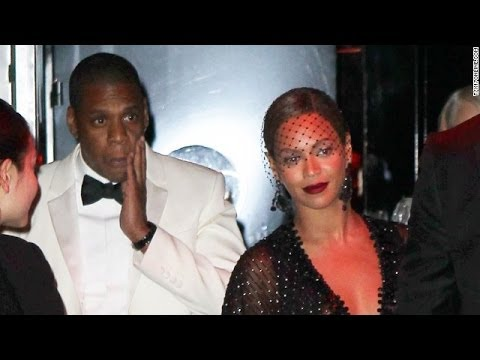 Jay Z Attacked by Beyonce' Sister Solange Knowles FULL VIDEO In Standard Hotel Elevator in NYC