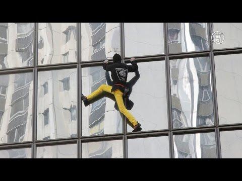 «Человек-паук» Ален Робер покорил небоскреб в честь Дня облысения (новости)