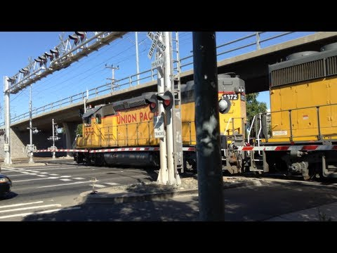 Union Pacific #1372 Power Move Chase at Railroad Crossings and SACRT Light Rail