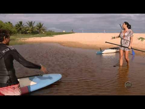 SBT Folia 2014 - Perdidas na Bahia: Helen Ganzarolli e Lívia fazem stand-up paddle