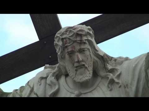 Cud w Krośnie. Spod cierniowej korony Chrystusa płynie krew
