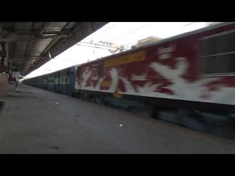 Indian Railways: Amul Advertisement WAP5 hauling 19116 Sayajinagari...