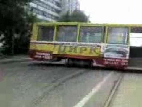Трамвай сошол с рельс !!!.3gp