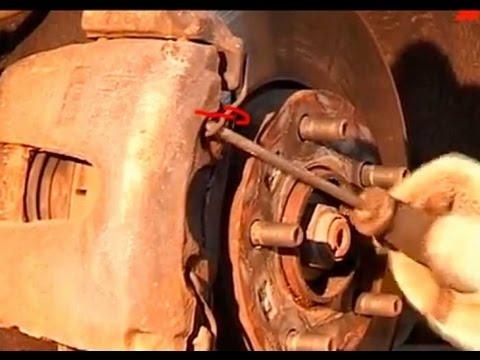 Замена тормозных колодок мазда 3 своими руками видео