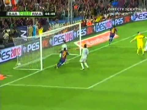 MESSI HUMILLA A CRISTIANO RONALDO (CR7 kNELT TO MESSI)