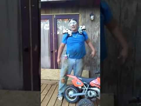 Funny dirt bike guy (Get it.... it..)