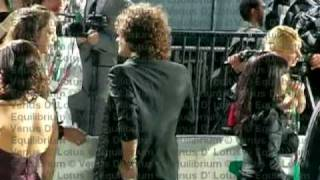 10os. Latin Grammy 2009 - Enrique Bunbury en la Alfombra verde - Video Exclusivo!!!