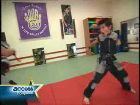 Taylor Lautner- crazy martial art moves!