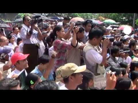 Suu Kyi, primo giro politico fuori da Rangoon