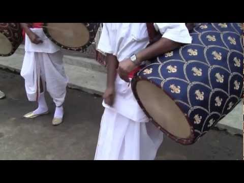 Dhaki: Traditional drummer of Bengal