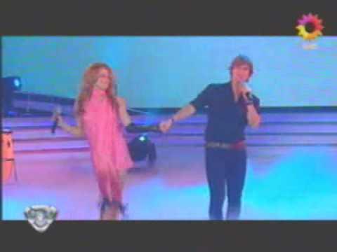 """Carlos Baute y Lola Ponce – """"Colgando en tus manos"""""""