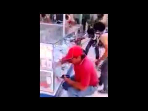 Destrozan Plaza Comercial propiedad de Abarca en Iguala - PM